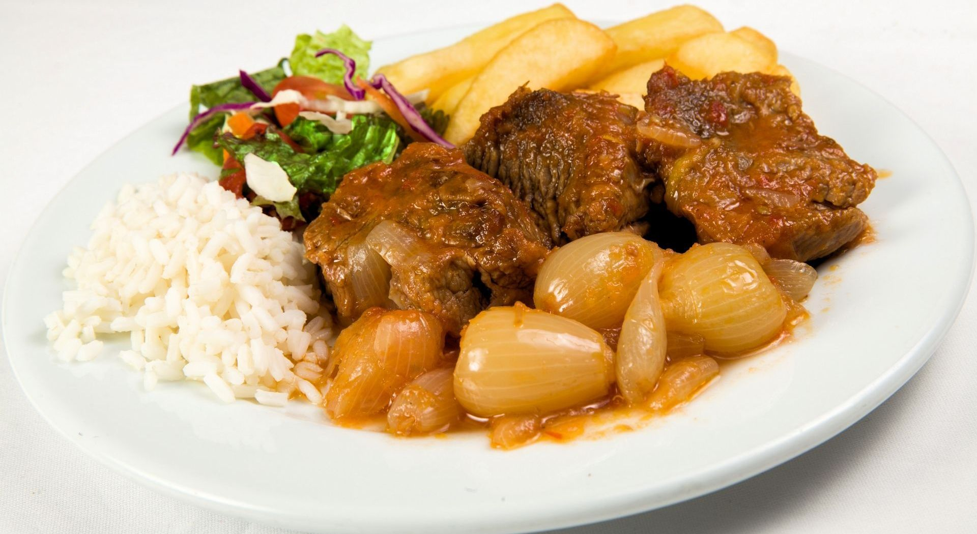 Veal Stifado with Onions: 8,00 €