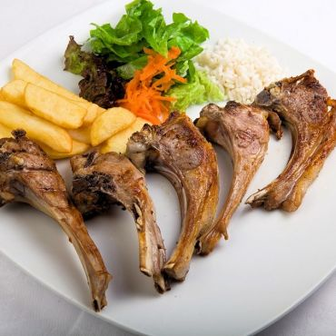 Lamb chops with garnish